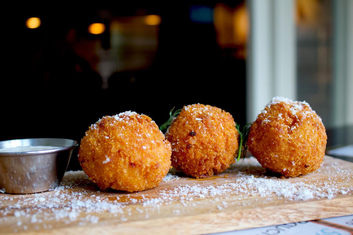 mac-cheese-balls